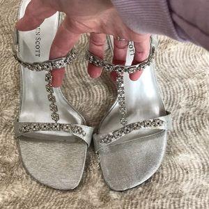Karen Scott Satin Sandals Silver 8M EUC